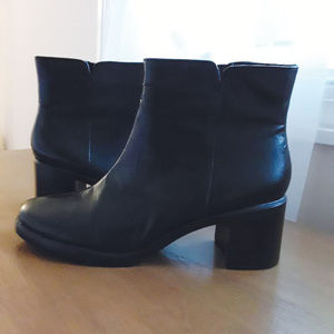 NEW IN BOX Aerosoles Leather Ankle Boots